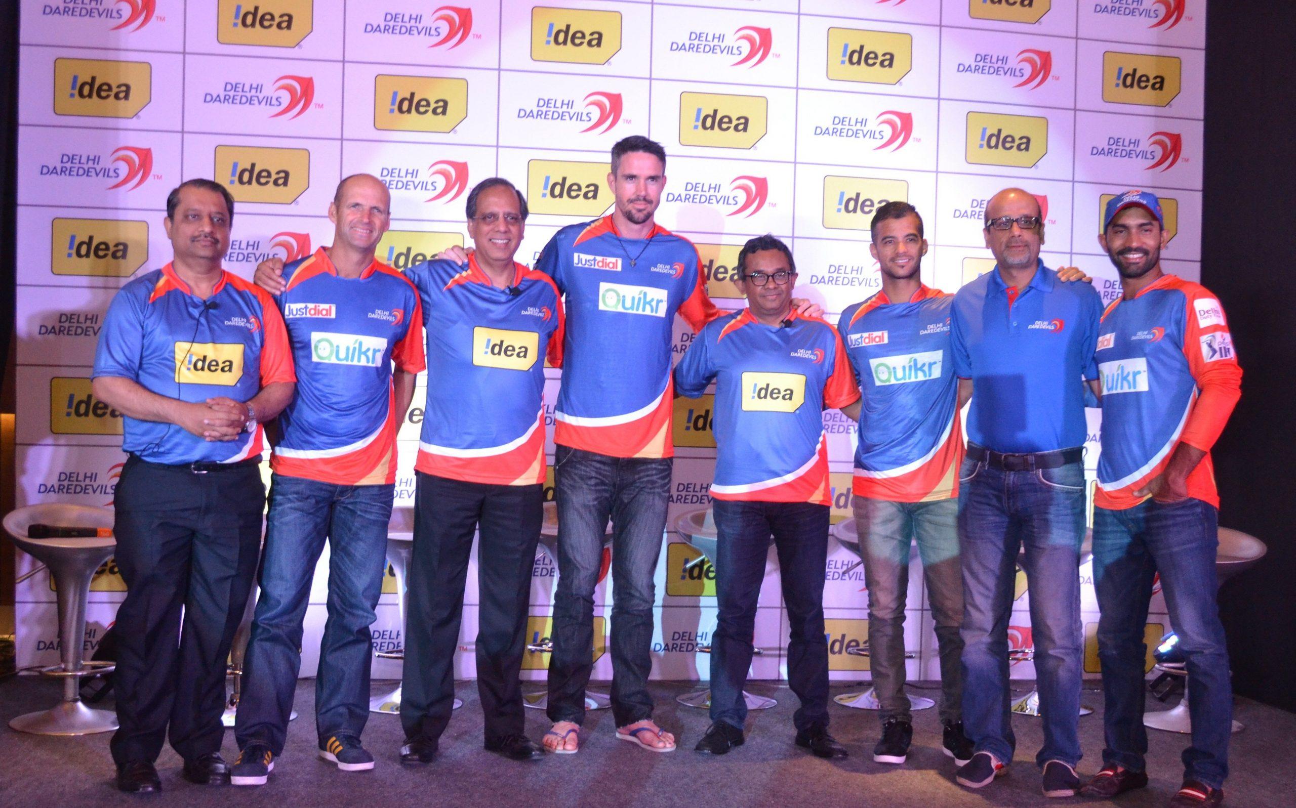 Sashi Shankar CMO Idea Cellular and Rajat Mukarji CCAO along with DD stars at the launch of Idea Delhi Daredevils Fan Page scaled