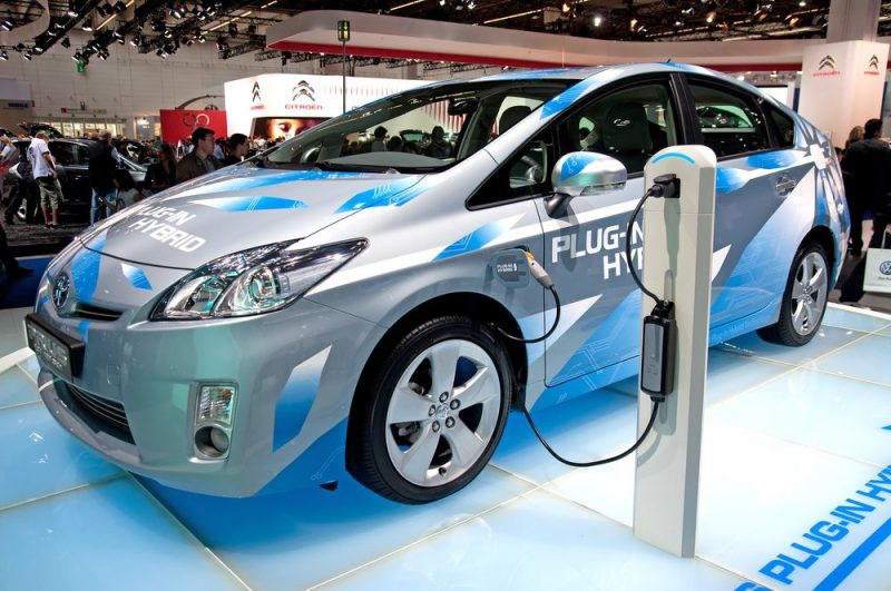 Government Of India Readies Rs 14K cr Subsidy Plan for Hybrid, Electric Cars