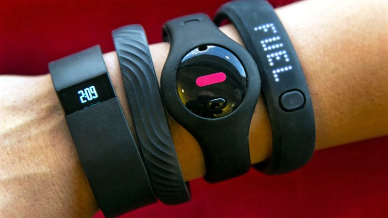 Best Deals on Fitbit, Garmin Fitness Band and Wearables