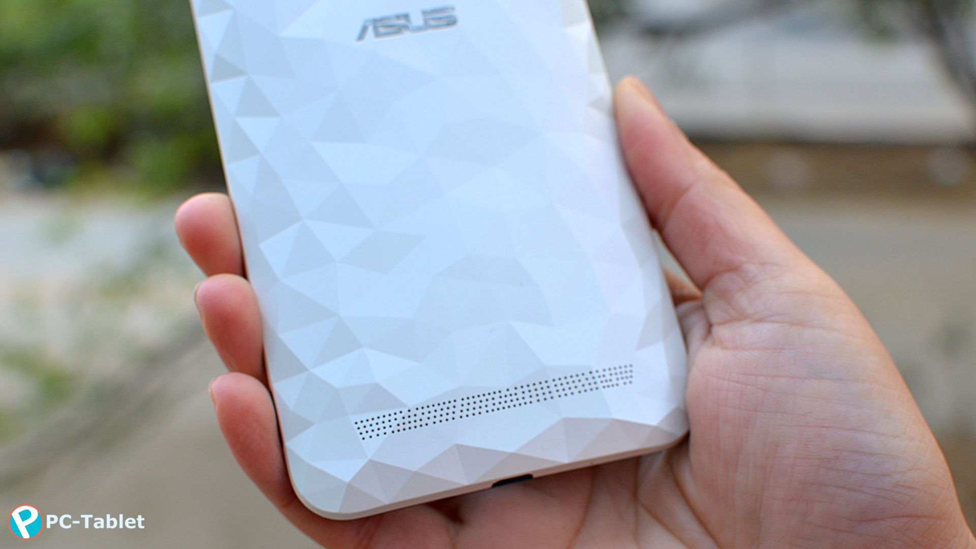 Asus ZenFone 2 Deluxe (3)