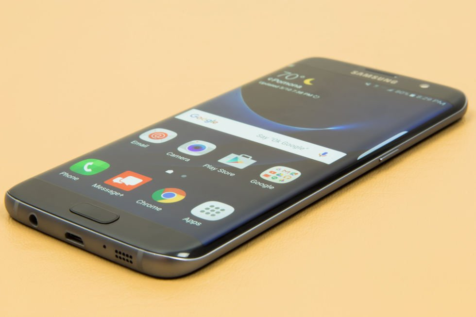 The samsung galaxy s7 and galaxy s7 edge are available to buy for 672