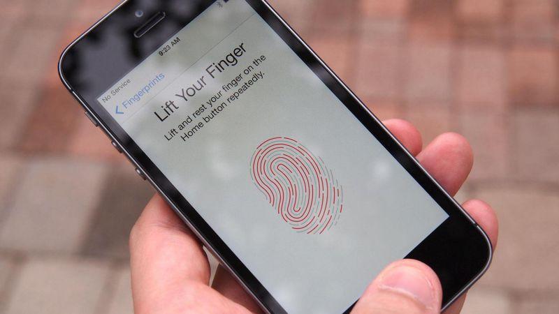 iPhone-5S-hands-on-fingerprint-scanning