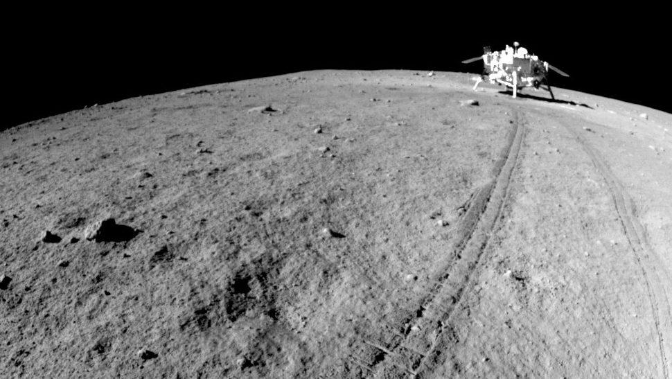 фото лунохода на луне белые