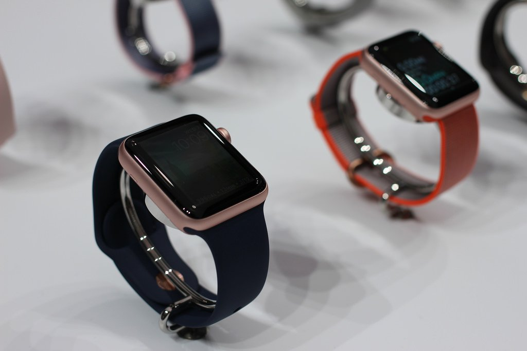 Apple Watch Series 1 vs Apple Watch Series 2