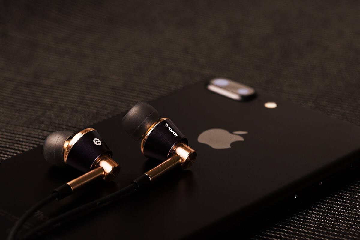 1More triple driver earphone