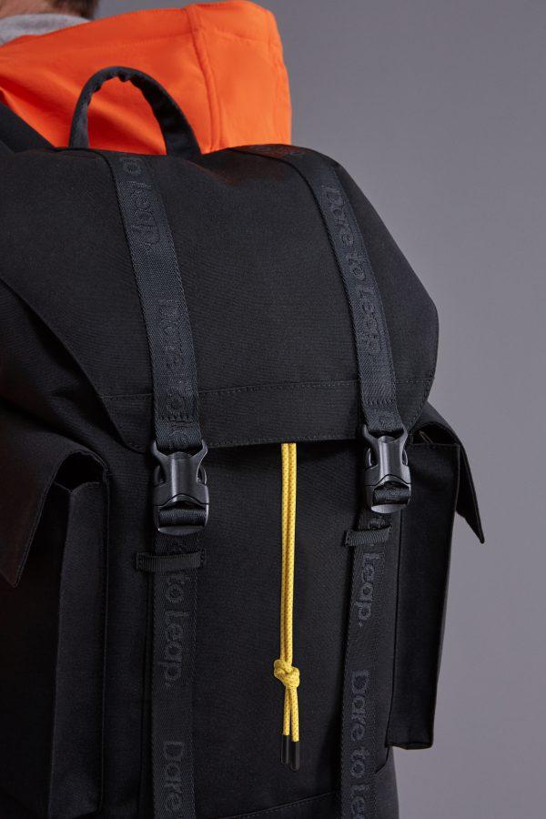realme Adventurer Backpack Image 3 600x900 1